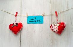Rood hart op de houten achtergrond Stock Fotografie