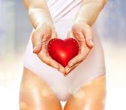 Rood hart op handen Royalty-vrije Stock Foto