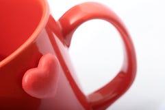 Rood hart op rode mok Royalty-vrije Stock Afbeeldingen