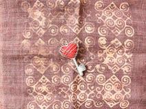 Rood hart in sleutel Stock Foto's