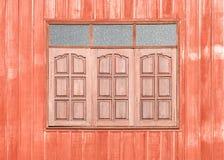 Rood houten venster Stock Foto's