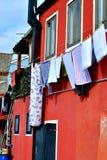 Rood huis, drogende kabels, Italië Royalty-vrije Stock Afbeeldingen