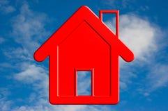 Rood huis in hemel. Stock Afbeeldingen