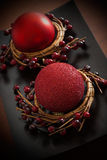 Rood kaars en Kerstmisornament Royalty-vrije Stock Foto's