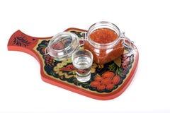 Rood kaviaar en wodkaglas Royalty-vrije Stock Foto's