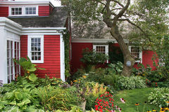 Rood koloniaal Amerikaans huis Stock Fotografie