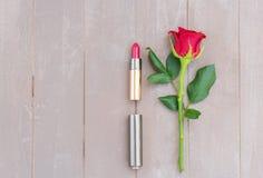 Rood lipsickstilleven Stock Afbeeldingen