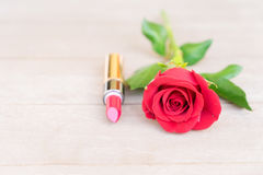 Rood lipsickstilleven Stock Foto's