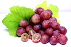Rood nam geïsoleerde druiven toe Stock Foto