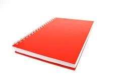 Rood notitieboekje dat op wit wordt geïsoleerdu stock afbeeldingen