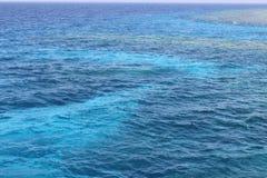 Rood overzees blauw water royalty-vrije stock foto's
