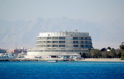 Rood Overzees hotel Stock Fotografie
