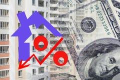 Rood percententeken op een achtergrond van geld Stock Afbeeldingen