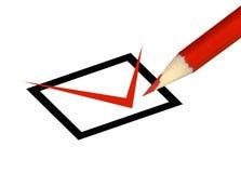 Rood potlood dat een doos controleert Stock Afbeelding