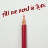 Rood potlood en een rood hart met valentijnskaartwoord Royalty-vrije Stock Afbeeldingen