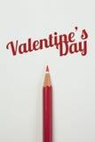 Rood potlood en een rood hart met valentijnskaartwoord Stock Foto's