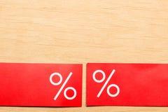 Rood prijsetiket met percententeken Royalty-vrije Stock Afbeeldingen