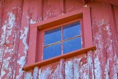 Rood schuurvenster Stock Foto