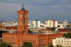Rood stadhuis in Berlijn Stock Afbeelding