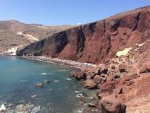Rood strand in Santorini stock afbeelding