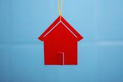 Rood stuk speelgoed huis Royalty-vrije Stock Afbeeldingen