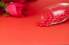 Rood suikergoed in glas stock fotografie