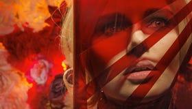 Rood themaportret van de jonge vrouw royalty-vrije stock foto