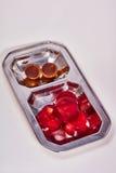 Rood van de geleiaardbei en kers suikergoed op een macro van de metaalplaat Stock Afbeeldingen