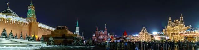Rood Vierkant in de de winteravond Het Mausoleum van het Kremlin en van Lenin royalty-vrije stock afbeeldingen