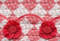 Rood Vierkant met Bloemen en Rose Fabric Texture royalty-vrije stock foto's