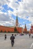 Rood Vierkant met Vasilevsky-afdaling kremlin Stock Afbeeldingen