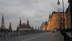 Rood Vierkant, Moskou, Rusland De Opslag van het Ministerie van Buitenlandse Zaken Mainstore van Rusland in de avond verlichting  stock videobeelden