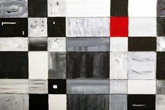 Rood vierkant onder rechthoeken Stock Foto's