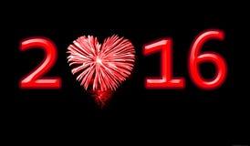 2016, rood vuurwerk in de vorm van een hart Stock Fotografie