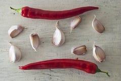 Roodgloeiend Spaanse peperpeper en knoflook Royalty-vrije Stock Foto