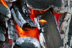 Roodgloeiende houtskool Stock Afbeelding