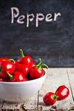 Roodgloeiende peper in kom Royalty-vrije Stock Afbeeldingen