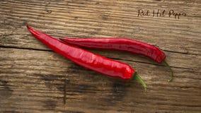 Roodgloeiende peper op een houten achtergrond kruid De achtergrond van het voedsel Stock Afbeeldingen