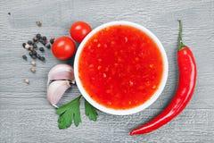 Roodgloeiende Spaanse peperssaus Royalty-vrije Stock Foto