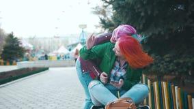 Roodharige en Colorhaired-meisjes stock videobeelden
