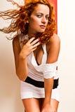 Roodharige met haar dat in de wind blaast Royalty-vrije Stock Fotografie