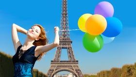 Roodharigemeisje met kleurenballons Royalty-vrije Stock Foto's