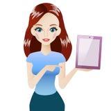 Roodharigemeisje met roze tablet Royalty-vrije Stock Foto's