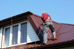 Roofer builder worker on roof Royalty Free Stock Photo