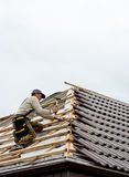 Roofer lying tiles Royalty Free Stock Photos