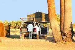 Rooftent de recreatieauto van het oudstenkampeerterrein, Namibië stock afbeeldingen