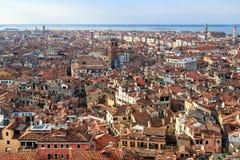 Rooftops i Venedig arkivfoto