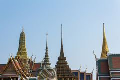 Rooftops of temple buildings and blue sky - Wat Phra Kaew - Temp Royalty Free Stock Photos