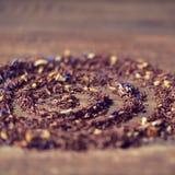 Rooibos som är blandad med blommor, torkar frukter och örter Arkivfoto