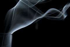 Rook die uit een glas komen stock fotografie